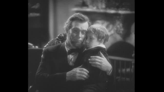 vídeos de stock e filmes b-roll de 1860s as senators worry president lincoln over the war, young tad lincoln comes in singing - hora de dormir