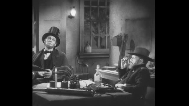 vídeos y material grabado en eventos de stock de 1860s general ulysses s. grant explains to president lincoln that general robert e. lee needs to surrender soon - ulysses s grant