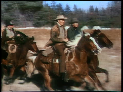 stockvideo's en b-roll-footage met 1860s tracking shot group of cowboys riding running horses on plain / actors in front of group are randolph scott (light brown hat and brown jacket) and forrest tucker (grey hat and dark blue jacket) - werkdier
