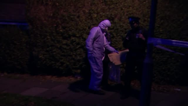 18yearold man fatally stabbed in Lee ENGLAND London Lee Various of police officers and forensic officers in cordonedoff suburban road