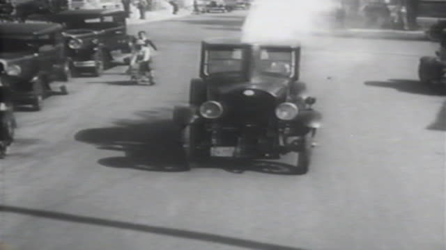 vídeos y material grabado en eventos de stock de 1900s b/w montage cars powered by steam take to streets / united states - automobile industry