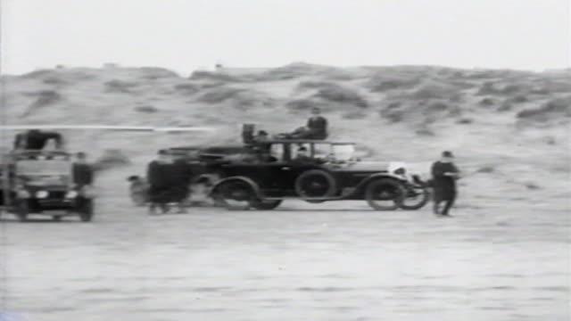 vídeos y material grabado en eventos de stock de 1900s b/w montage man tries to take off in glider from atop car / united states - invento
