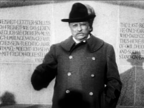 b/w 1900s theodore roosevelt in overcoat hat giving speech in front of monument / newsreel - theodore roosevelt us president stock videos & royalty-free footage