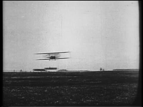 vídeos de stock, filmes e b-roll de b/w 1900s wright brothers in biplane landing in field / documentary - orville wright
