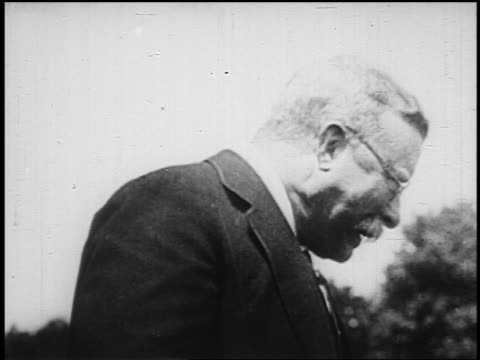 b/w 1900s/10s close up theodore roosevelt giving dramatic speech waving hat - audio available stock videos & royalty-free footage