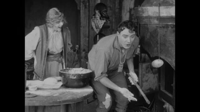 vídeos y material grabado en eventos de stock de 1910s a baking lesson with peasant woman (blanche sweet) goes awry and leads to punishment for man (house peters) - quehaceres domésticos