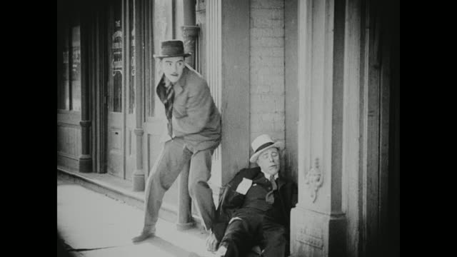 1910s an inebriated man become the victim of a pick pocket - thief stock videos & royalty-free footage