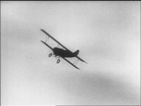 b/w 1910s biplane flying by camera / world war i / newsreel - aereo militare video stock e b–roll