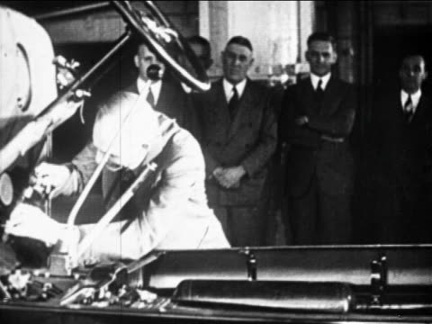 b/w 1910s businessmen watching auto worker on assembly line / ford factory, highland park, mi - ford motor company stock videos & royalty-free footage