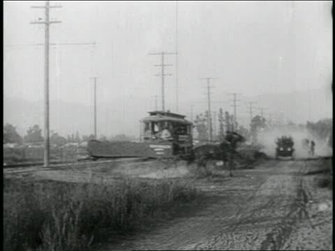 vidéos et rushes de b/w 1910s car following trolley smashing into horse-drawn cart / feature - accident domestique