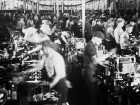 stockvideo's en b-roll-footage met b/w 1910s factory workers work on car parts on assembly line / ford factory, highland park, mi - assemblagelijn