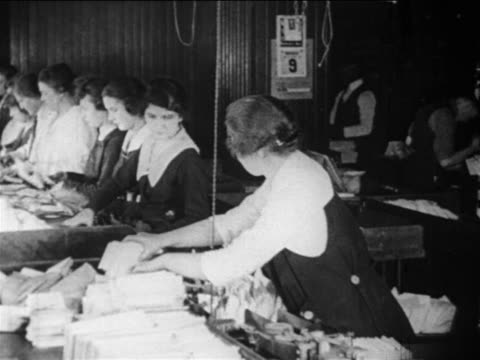 vidéos et rushes de b/w 1910s female postal workers sorting mail / documentary - facteur