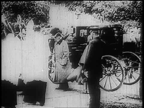 1910s franz josef i greeting others + walking away from carriage - 皇帝点の映像素材/bロール