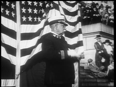 b/w 1910s john phillip sousa conducting / american flag in background / world war i / newsreel - solo un uomo anziano video stock e b–roll
