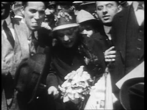 vídeos de stock, filmes e b-roll de b/w 1910s mary pickford charlie chaplin greeting fans blowing kisses / world war i / newsreel - charlie chaplin