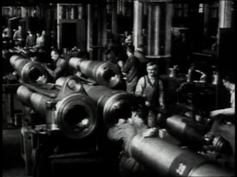 stockvideo's en b-roll-footage met 1910s montage factory workers polishing cannon barrels and testing breeches / united states - kanon