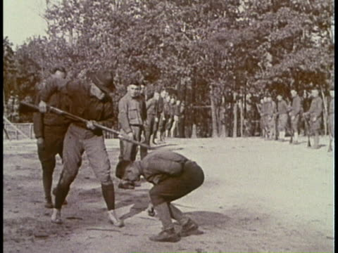 stockvideo's en b-roll-footage met 1910s montage soldiers training in hand to hand combat / fort moultrie, south carolina, united states - rampenoefening