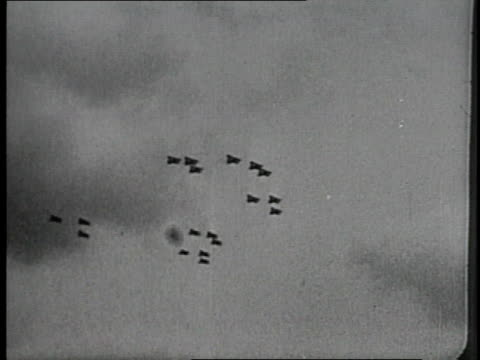 1910s montage wwi aircraft flying in formation and shooting balloon out of sky - aereo militare video stock e b–roll