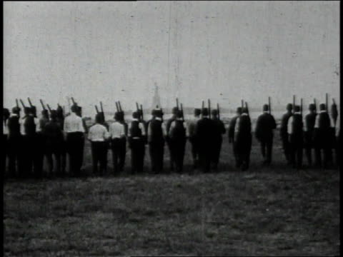 1910s recruits in shirtsleeves learning to march in formation / united states - allarme di prova video stock e b–roll