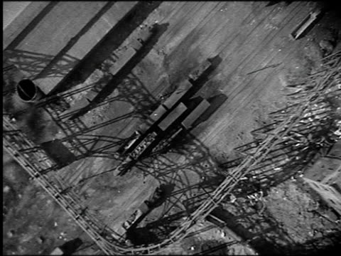vidéos et rushes de b/w 1910s reenactment aerial point of view bomb dropping + exploding on train cars in train yard (world war i movie) - terrorisme
