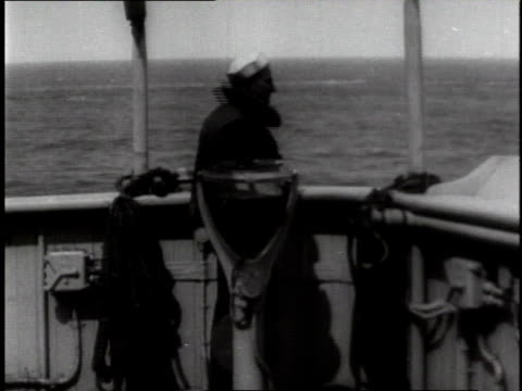 1910s ls sailor on ship's bridge peering through binoculars - matrose stock-videos und b-roll-filmmaterial