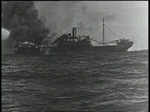 1910s ws ship on the water smoking - 1910 stock-videos und b-roll-filmmaterial