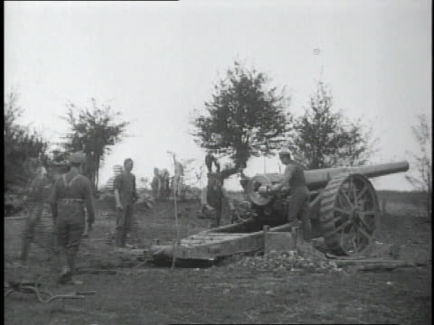 1910s ws soldiers loading artillery gun and gun jumping back with force of firing / france - prima guerra mondiale video stock e b–roll