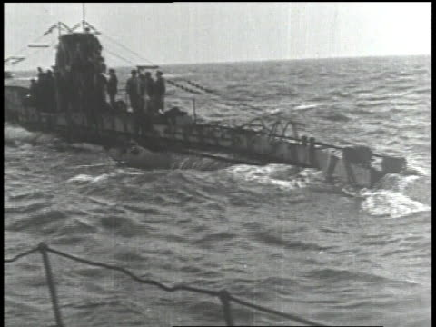 1910s submarine riding on the waves - 潜水艦点の映像素材/bロール
