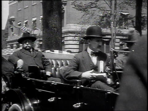 1910s ms theodore roosevelt sitting in a car / united states - アメリカ大統領点の映像素材/bロール
