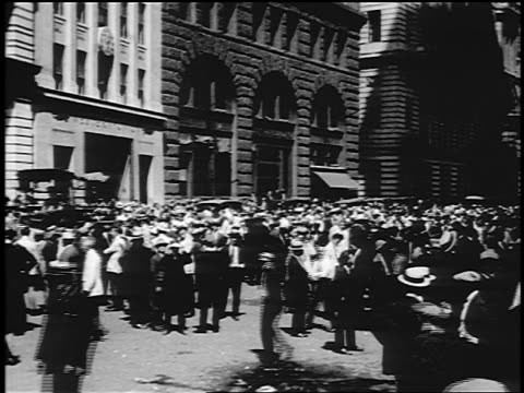 b/w 1910s wide shot crowd of men standing on wall street / nyc - 1910 stock-videos und b-roll-filmmaterial