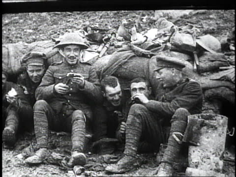 1910s ms wwi soldiers talking smoking and eating rations / france - erster weltkrieg stock-videos und b-roll-filmmaterial