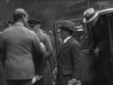 stockvideo's en b-roll-footage met b/w 1920s pan al smith cronies getting out of car as crowd applauds / documentary - al smith