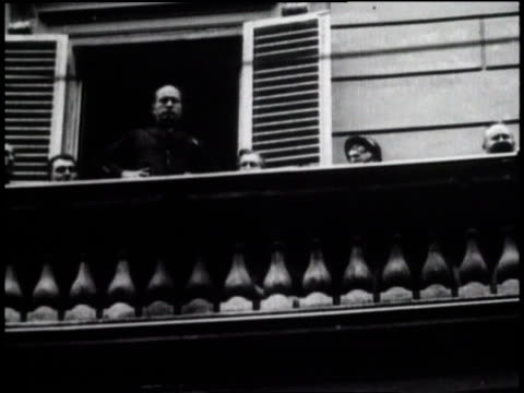 1920s la benito mussolini being cheered from a balcony / italy - benito mussolini stock videos & royalty-free footage