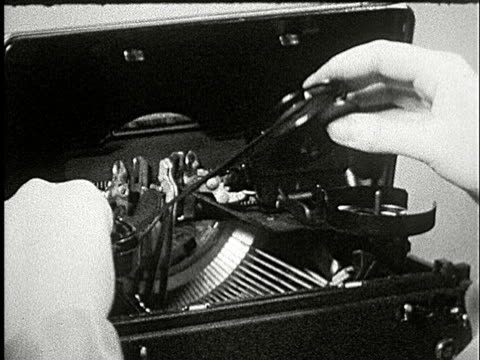 vidéos et rushes de 1920s b/w composite, cu, woman changing ribbon in typewriter - 1920