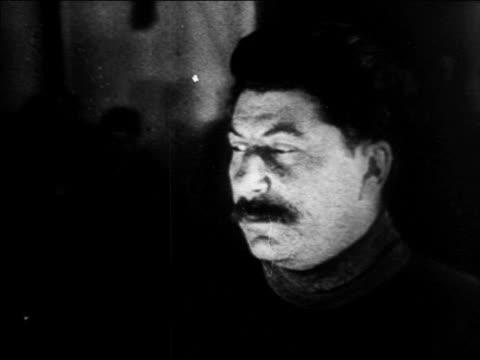 vidéos et rushes de b/w 1920s close up josef stalin looking offscreen / russia / documentary - un seul homme d'âge moyen