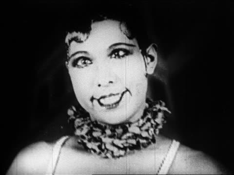 vidéos et rushes de 1920s close up josephine baker smiling + looking cross-eyed / folies bergere / paris / documentary - 1920
