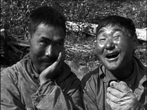 b/w 1920s close up portrait 2 inuit men making funny face at camera / travelogue - inuit bildbanksvideor och videomaterial från bakom kulisserna