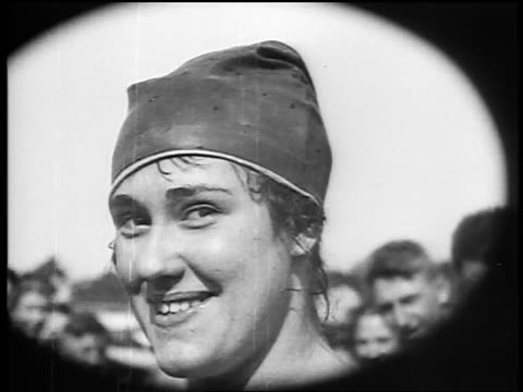 b/w 1920s close up young woman in bathing cap smiling + looking at camera / documentary - cuffia da nuoto video stock e b–roll
