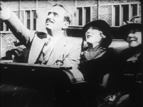 stockvideo's en b-roll-footage met b/w 1920s douglas fairbanks sr mary pickford sitting in convertible waving / documentary - mid volwassen vrouw