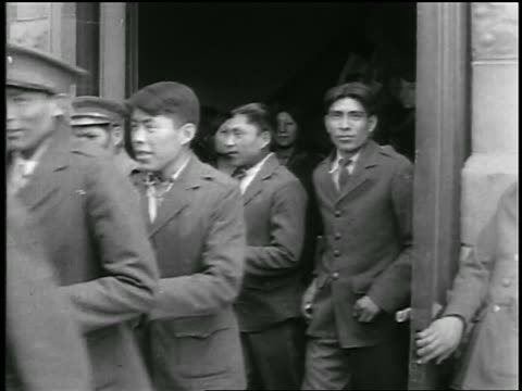 b/w 1920s group of smiling native american schoolchildren exiting building / educational - indianischer abstammung stock-videos und b-roll-filmmaterial