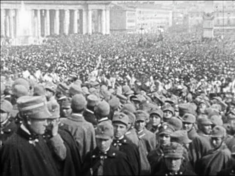 stockvideo's en b-roll-footage met b/w 1920s pan huge crowd waving white flags with bored crowd of soldiers in foreground / vatican / rome - sint pietersplein