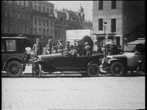 vidéos et rushes de b/w 1920s man driving car with wheels that turn sideways getting out of parallel parking space /france - se garer