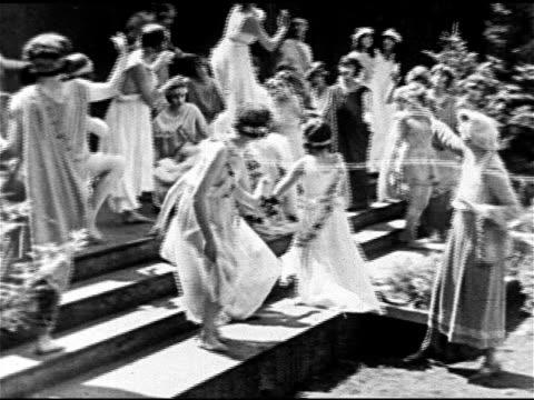 vídeos y material grabado en eventos de stock de freeform style female dancers in courtyard dressed in greek style gown costumes. instructor, choreographer ruth st. denis , vs miss ruth dancing w/... - patio de edificio