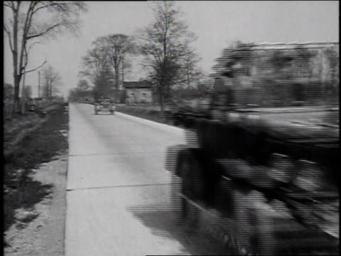 1920s montage cars driving along new roads / united states - フォード・t型モデル点の映像素材/bロール