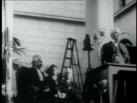 1920s montage einstein receiving the nobel prize / california institute of technology, pasadena, california, united states - アルバート・アインシュタイン点の映像素材/bロール