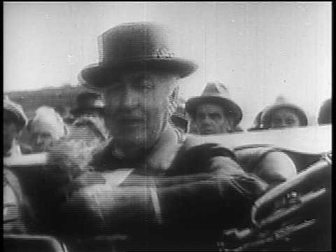 B/W 1920s PORTRAIT close up Thomas Edison in hat smiling in car