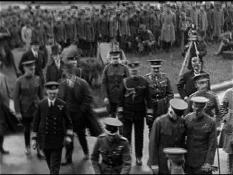 edward in uniform, prince of wales w/ entourage of officers, soldiers, cameramen w/ tripods visiting injured wwi soldiers in wheelchairs, vs edward... - prince stock videos & royalty-free footage