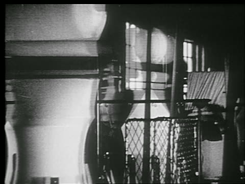 b/w 1920s spinning machinery with fabric in textile factory - textilfabrik stock-videos und b-roll-filmmaterial