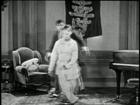 b/w 1920s stumbling man being hit repeatedly on head by other man / short - schwindelig stock-videos und b-roll-filmmaterial