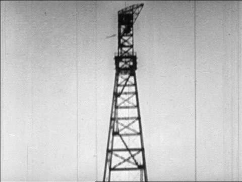 vídeos de stock, filmes e b-roll de b/w 1920s tilt down radio antenna tower / virginia - tower